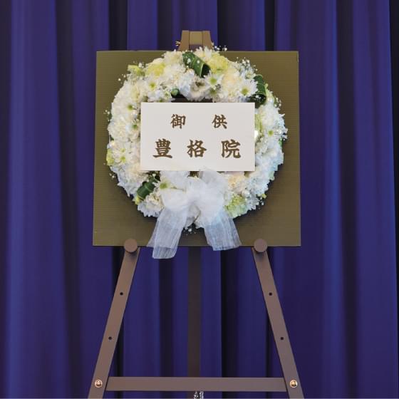 メモリアルリースC 白花ベース(直径38cm)